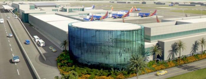 Aeropuerto Internacional de Fort Lauderdale-Hollywood (FLL) is one of Lugares guardados de Darrell.