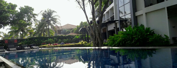 Aston Anyer Beach Hotel is one of Hendraさんのお気に入りスポット.