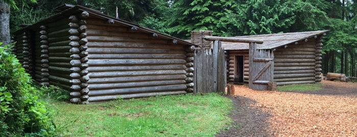 Fort Clatsop National Memorial is one of Tempat yang Disukai Darin.