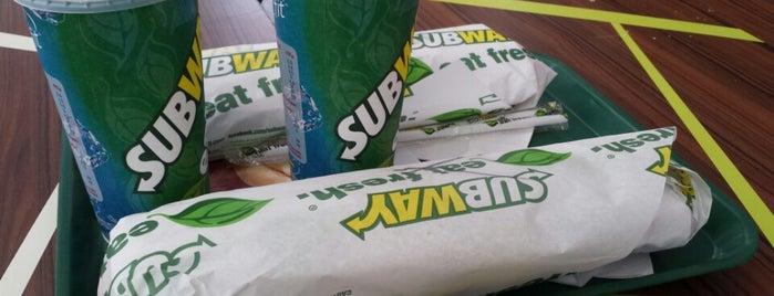 Subway is one of Tempat yang Disukai Andree.