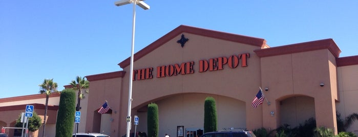 The Home Depot is one of Orte, die Joey gefallen.