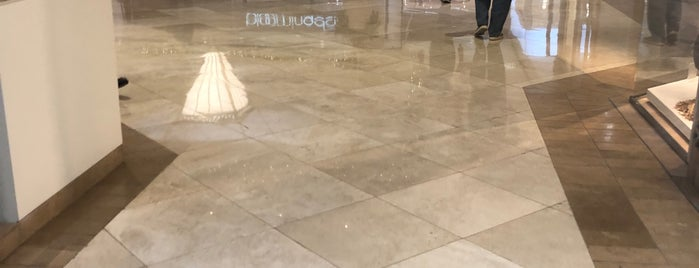 Yves Saint Laurent is one of Posti che sono piaciuti a Dan.