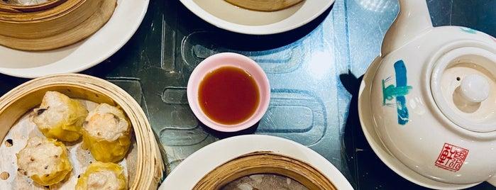 Feng Shui Inn is one of Locais curtidos por christopher.