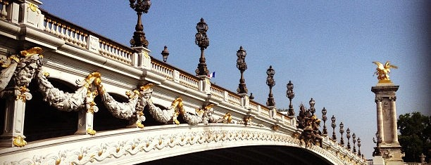 Pont Alexandre III is one of Париж.