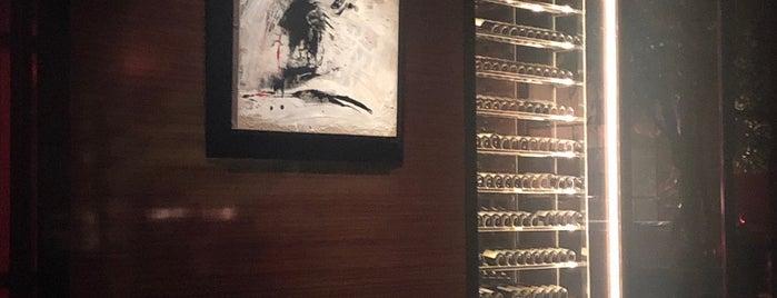 L'Atelier de Joël Robuchon Bangkok is one of Orte, die Chris gefallen.