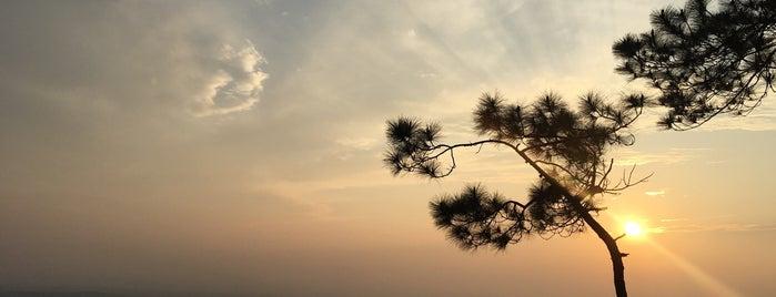 Lom Sak Cliff is one of ขอนแก่น, ชัยภูมิ, หนองบัวลำภู, เลย.