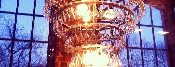 Champagneria Bodega is one of สถานที่ที่บันทึกไว้ของ Christina.