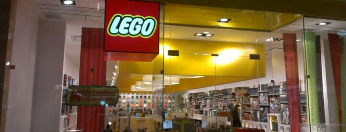 The LEGO Store is one of Tempat yang Disukai Alberto J S.