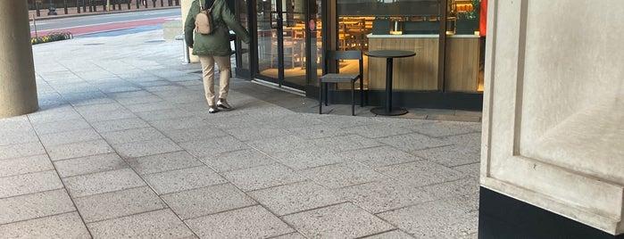 Starbucks is one of Lugares favoritos de Melissa.