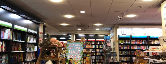 Waterstones is one of Kevinさんのお気に入りスポット.