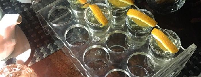 Flow Bar & Lounge is one of Jocelyn : понравившиеся места.