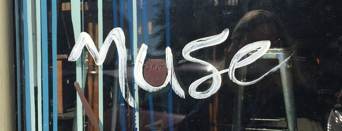Muse Paintbar is one of สถานที่ที่ Lisa ถูกใจ.