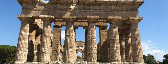 Parco Archeologico di Paestum is one of สถานที่ที่ Geoffrey ถูกใจ.