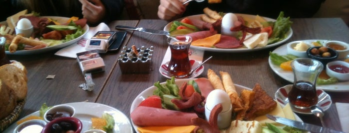 Happy Moon's is one of The Best of Istanbul by a Foreign Istanbulite.