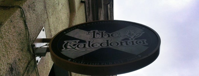 The Caledonia Budapest Scottish Pub & Shop is one of Nemzetközi kocsmalista.