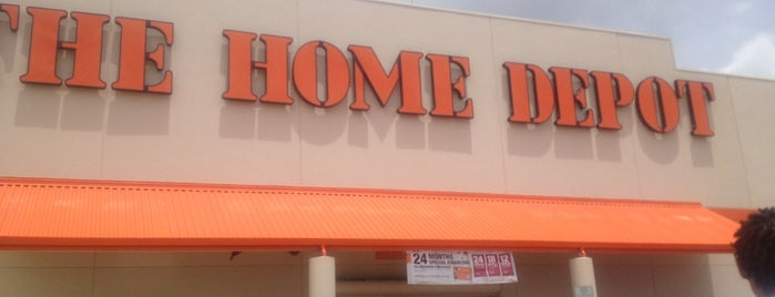 The Home Depot is one of Locais curtidos por Domma.