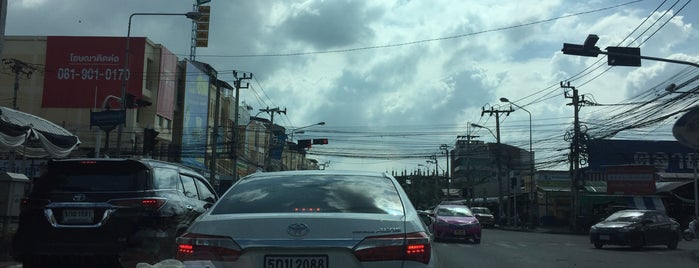 ตลาดเกรียงไกร is one of Yodpha : понравившиеся места.