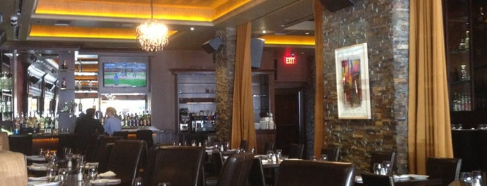 Hudson Grille is one of Lugares favoritos de Stephanie.