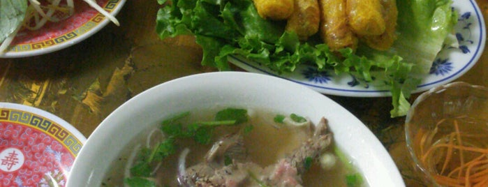 Thanh Huong Vietnamese Restaurant is one of Crystal 님이 저장한 장소.