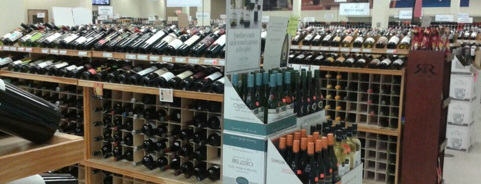 Burlington Wine & Spirits is one of Tammy 님이 좋아한 장소.