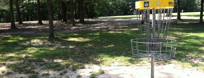 Pohick Bay Disc Golf Course is one of Summerさんのお気に入りスポット.