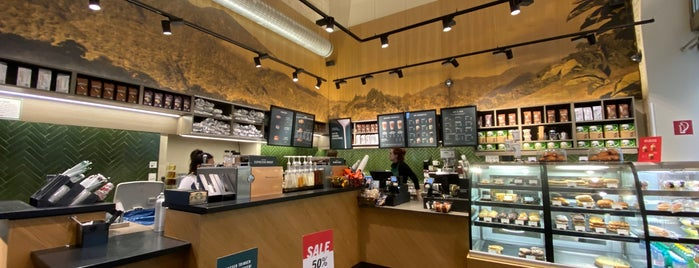 Starbucks is one of Lieux qui ont plu à Helena.