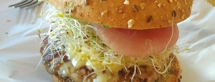 Bareburger is one of Linnie 님이 좋아한 장소.