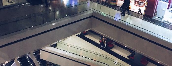 Kourosh Cineplex | پردیس سینمایی کورش is one of Locais curtidos por Qazal.