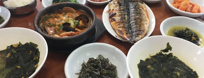 중앙식당 is one of All about Jeju.