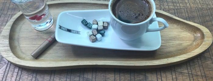 Cafe M Luna is one of สถานที่ที่ Melek ถูกใจ.