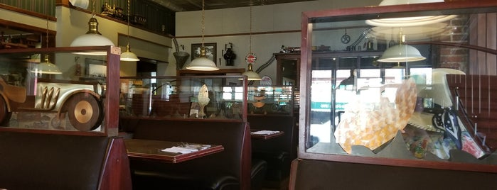 Palace Cafe is one of Locais curtidos por Marc.
