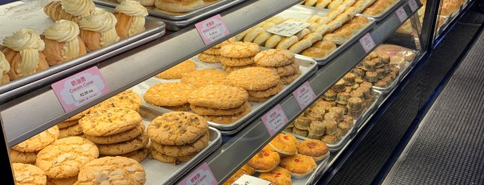 Chiu Quon Bakery is one of Chicago Eats.