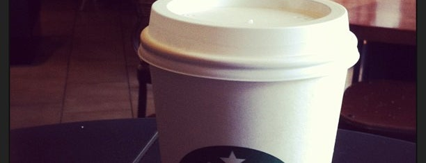 Starbucks is one of Locais curtidos por Emily.