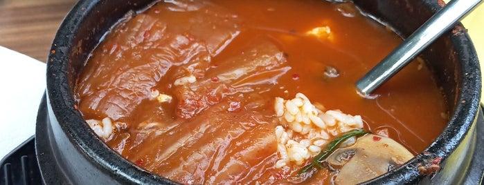 Han-Gang 한강 Kore Restoranı is one of Orte, die Laura gefallen.