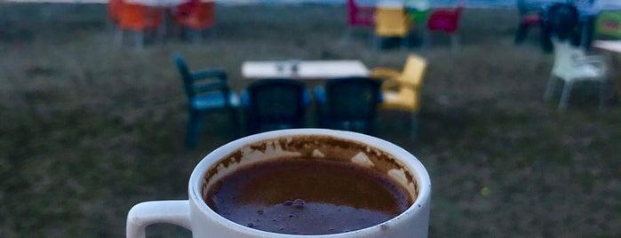 Cafe Özdemir is one of Orte, die Volkan gefallen.