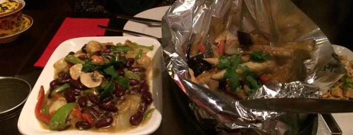 Tibet Restaurant is one of Locais curtidos por mary.
