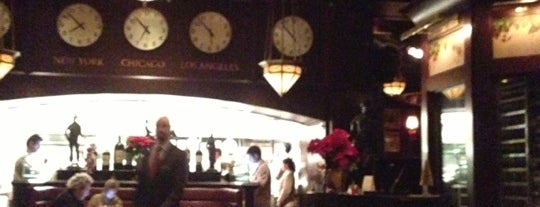 The Capital Grille is one of Lugares favoritos de Jessica.