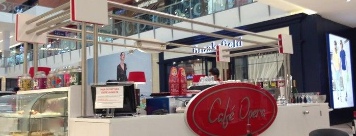 Café Opera is one of Posti che sono piaciuti a Aptraveler.