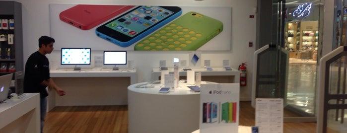 Mac Store is one of Tempat yang Disukai Ricky.