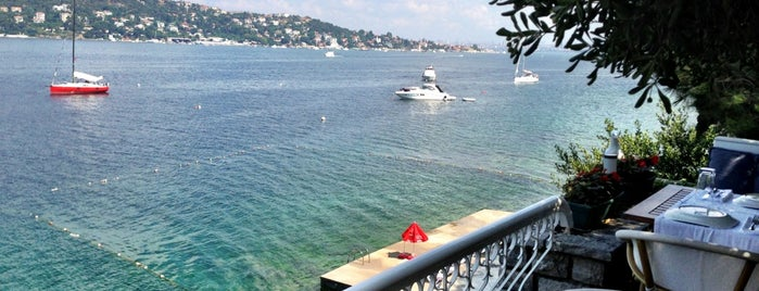 Sedef Elio Beach is one of istanbuli.