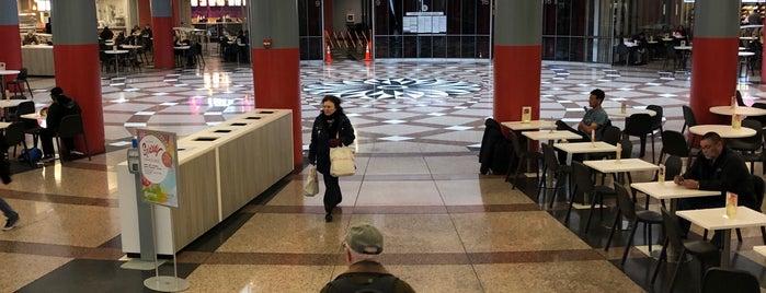 Atrium Food Court is one of Tempat yang Disukai Heidi.