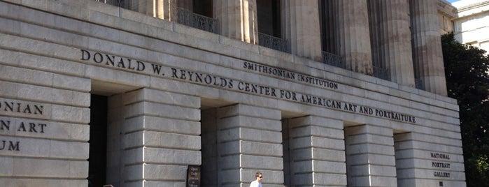 Donald W. Reynolds Center For American Art And Portraiture is one of Orte, die Dan gefallen.