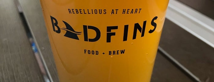 Badfins Food + Brew is one of Locais salvos de Lizzie.