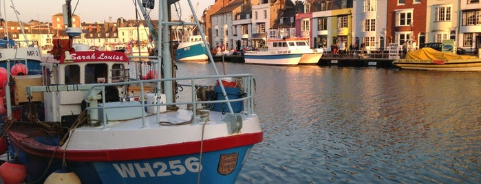 Weymouth Harbour is one of Lieux qui ont plu à Carl.