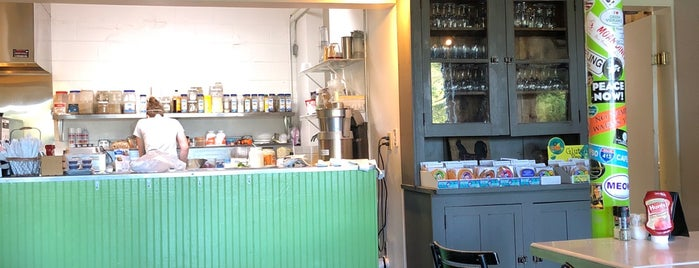 Sprouts Cafe is one of Posti che sono piaciuti a Maarten.