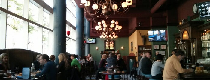 D4 Irish Pub and Cafe is one of Neighborhood Haunts.
