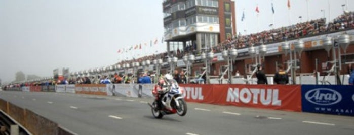 TT Grandstand (Isle of Man TT) is one of Lieux qui ont plu à Carl.
