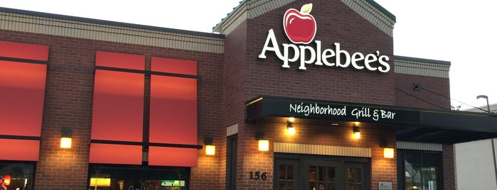 Applebee's Grill + Bar is one of Lugares guardados de Huang.