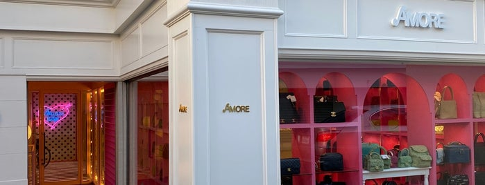 Vintage Brand Boutique AMORE is one of Tokyo.