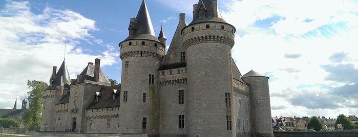 Château de Sully-sur-Loire is one of Châteaux de France.